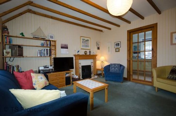 Courtyard Cottage by Dunkeld. Walks,music,theatre. - Birnam - Byt