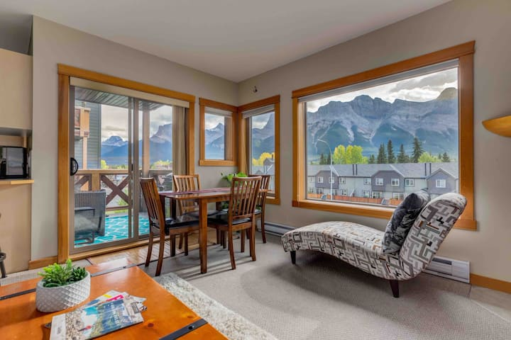 Stunning Mountain Views in a Prime Location!