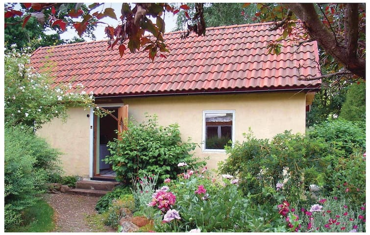 Holiday cottage with 1 bedroom on 30m² in Tomelilla
