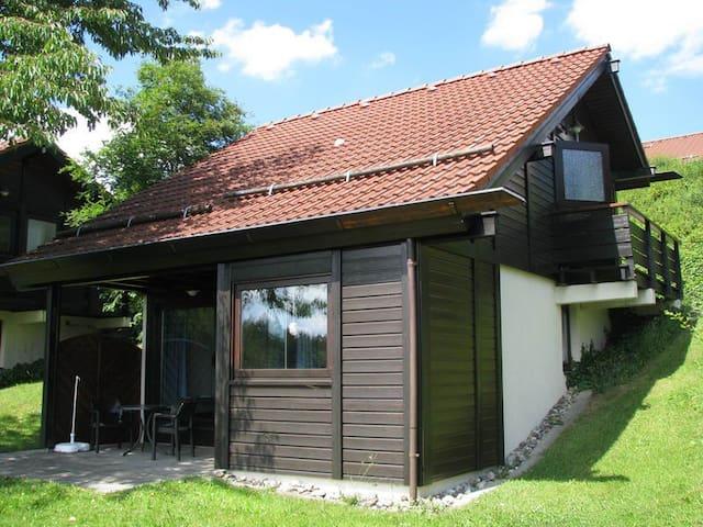 Sonniges Ferienhaus mit herrlicher Aussicht - Bad Dürrheim - Casa