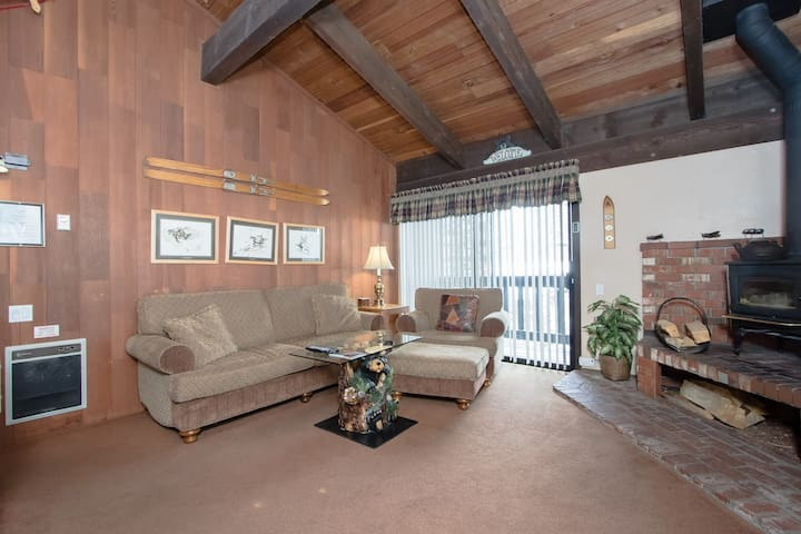Warm Inviting Ski Condo Sleeps 6.  - Mammoth Lakes - Rumah