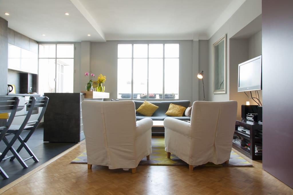 35sqm sunny living room