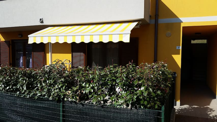 Halfway between Como Lake and Milan - Cadorago (Como) - Bed & Breakfast