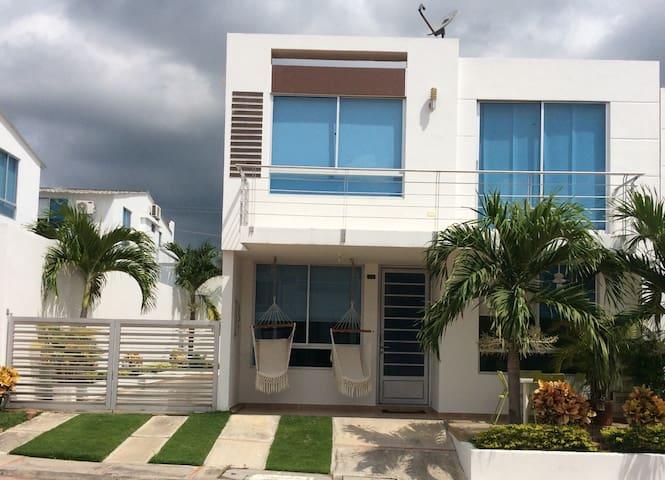 Hermosa Casa Moderna en Girardot - Girardot - Dom