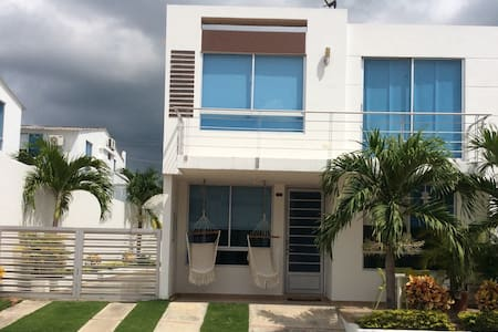 Hermosa casa moderna para vacacionar en Girardot - Girardot - Casa