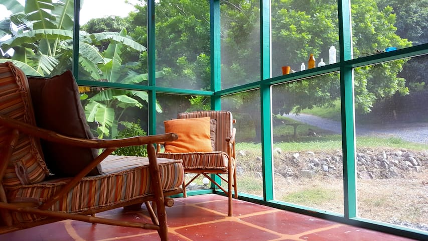 Ni: Historical Cottage - Center Island in Forest - Christiansted - Casa