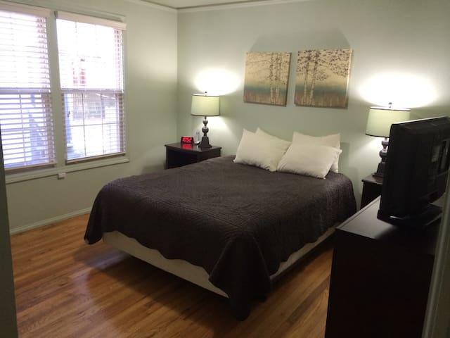 Bedroom 1 - with queen size bed