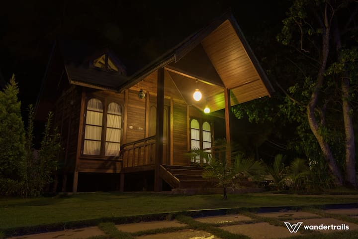 Wood house in Alleppey - Muhamma