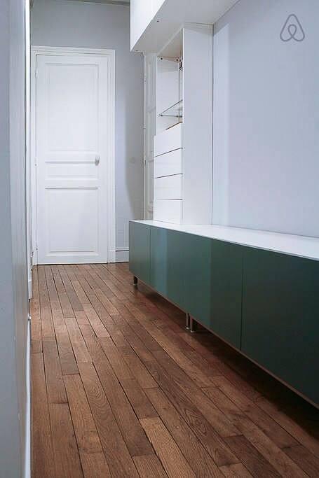 L'entrée, de la place pour poser ses valises.