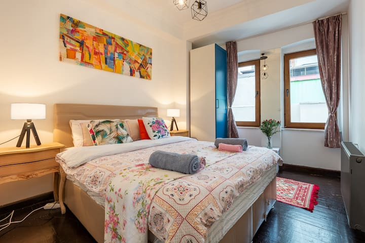 Relaxing 2BR w/ Balcony in the heart of Galata