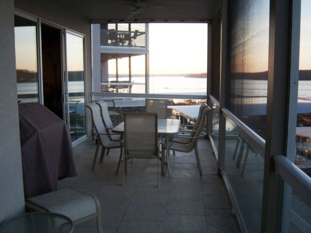 Lands End Condo- Waterfront View!  - Osage Beach - Apartment