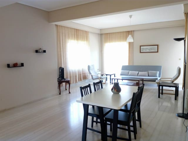 Spacious & quiet apartment near metro, airport