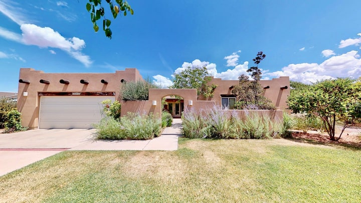 Arena Roja ~ 2279, Southwest 4 bedroom, 2.5 Bathroom, Pet Friendly Stand Alone Home with Private Hot Tub - Arena Roja ~ 2279