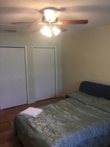 Big room in great location - Hallandale Beach - Hus