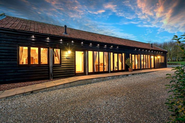 Pheasant Barn Luxury Barn at Wheatacre sleeps 2
