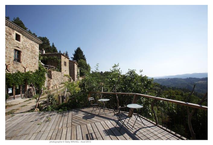 Gîte Giffon dans charmant écohameau - Saint-Michel-de-Chabrillanoux - Rumah