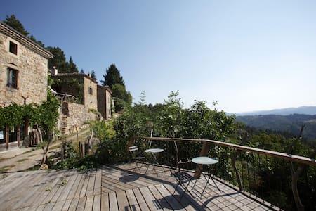 Gîte Giffon dans charmant écohameau - Saint-Michel-de-Chabrillanoux