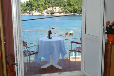 Beautiful apartment #Okuklje#Mljet 4+2 - Maranovići