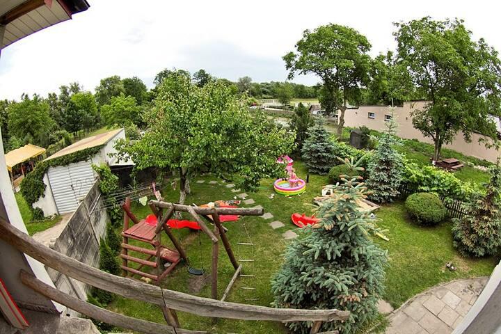 Mieszkanie w domku z ogródkiem