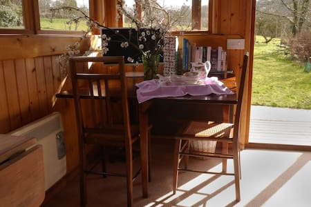 B&B in a country garden log cabin - Limpley Stoke - Kabin