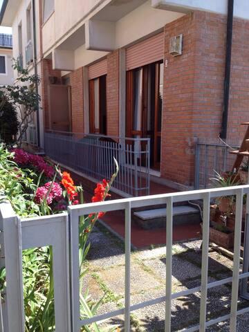 Fresco appartamento con giardino - Viareggio - Apartemen