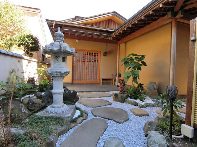 6mins from station Japanese traditional big house
