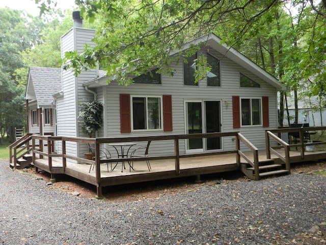 Perfect Poconos Getaway! 3 Bed/2 Bath! Entire home - Albrightsville - Haus