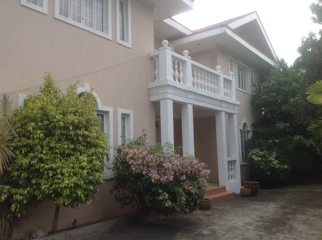 3br,4bath a mile from NAIA in MultinationalVillage - Parañaque - Hus