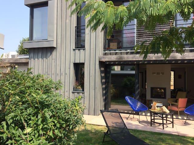Grande Maison D Architecte Plein Centre Vannes Houses For Rent