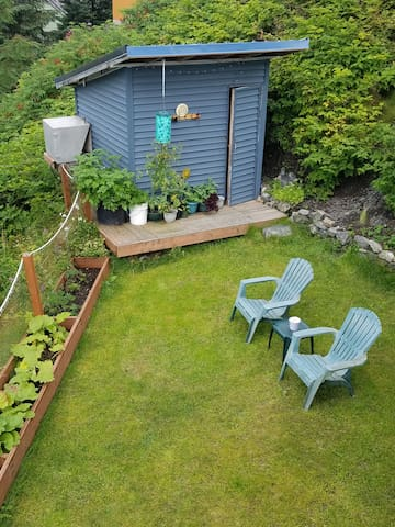 sauna and small side yard