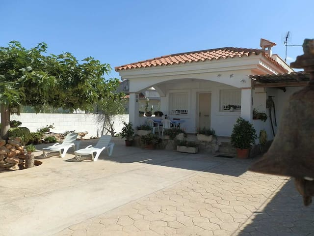 CASA CANTROBELLA,Ideal house for your holidays near the sea, free wifi, pets allowed, dog's beach.