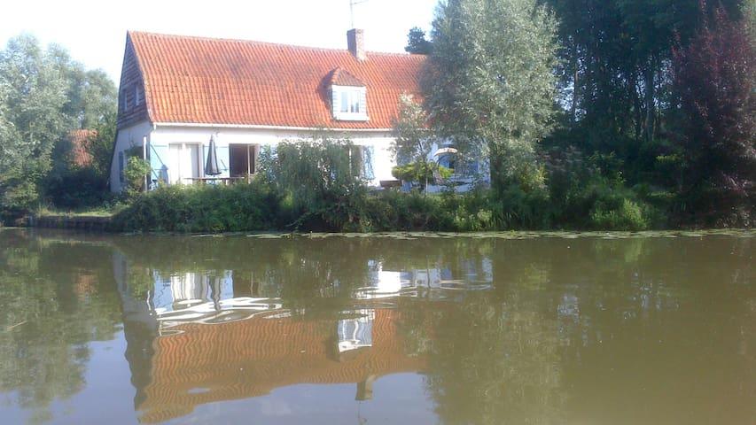 quiet house in the marsch