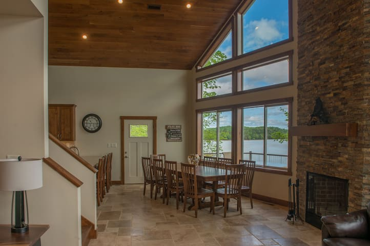 7 Bedroom Lake-Front Cabin near the Smokies! #2