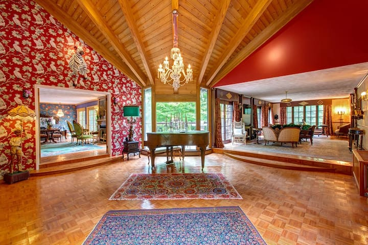 NEW! Lavish Roxbury Villa for a romantic getaway!
