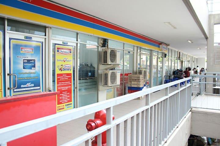 Near Mall & Airport!Beach Themed Sea View Studio - Jl Pluit Karang ayu B1 - Flat