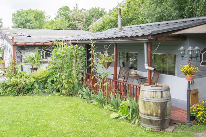 cottage,studio in garden with pool. - Rijswijk