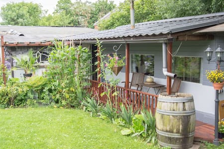 cottage,studio in garden with pool. - Rijswijk - Cabane