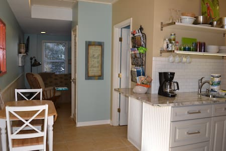 Heart of IOP, dog friendly, WiFi - Apartment