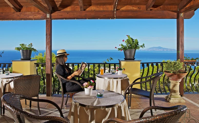 Your home on the roof - of Capri - Anacapri - Aamiaismajoitus
