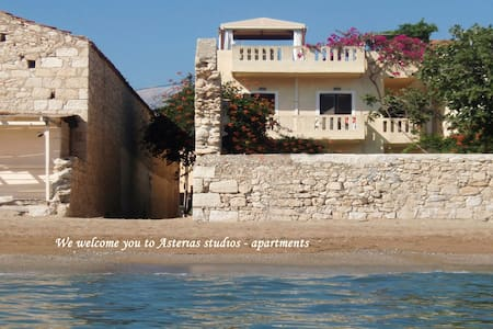 Asterias Studios 5m from the beach!