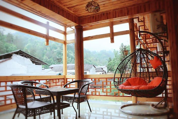 武陵源风景区 国家森林公园门票站附近-阳台大床房-免费停车/山地车/手绘地图