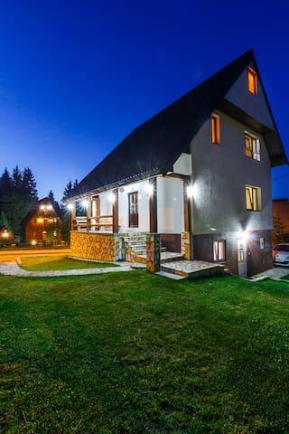 Charming hostel HIGHLANDER - Žabljak Municipality - Villa