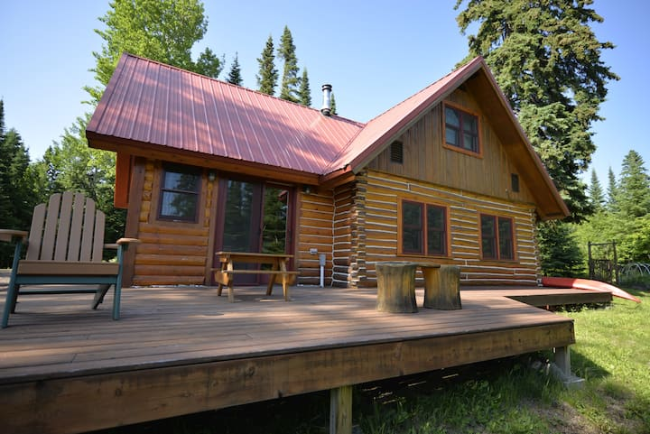 Wolf Track Den, Cozy Grand Marais Log Cabin