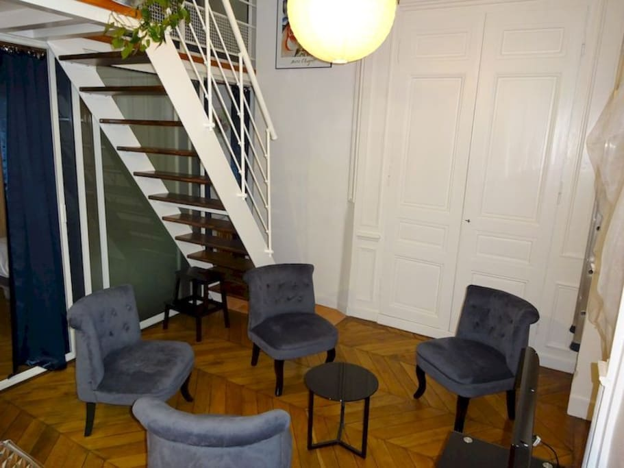 Fen tres sur cour lieu atypique appartements louer for Atypique appartement lyon