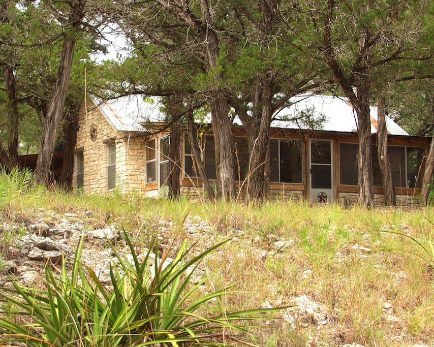 Charming blanco riverfront cottage case in affitto a for Texas ranch piani casa con portici