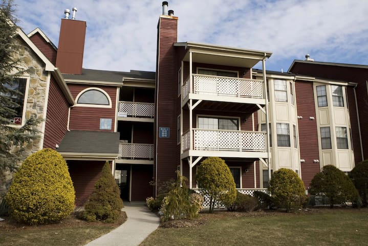 1BR ground floor apartment (164) - East Brunswick