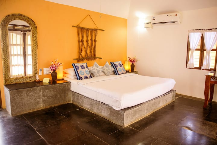 AC River View Cottage Rooms in Agonda