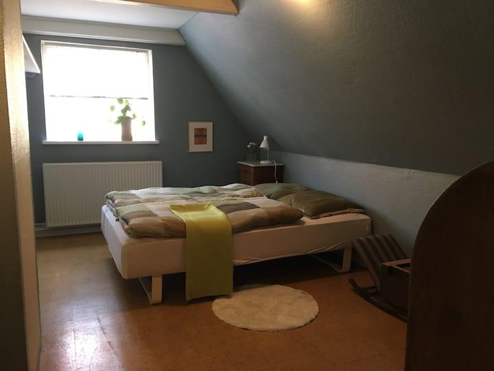 Bo i centrum værelse 1-2 gæster