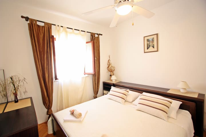Gita - Two Bedroom With Terrace and Garden View - Supetar - อพาร์ทเมนท์