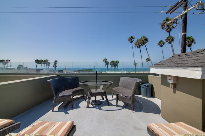 Ocean-View Oasis w/ Rooftop Deck - Steps to Beach